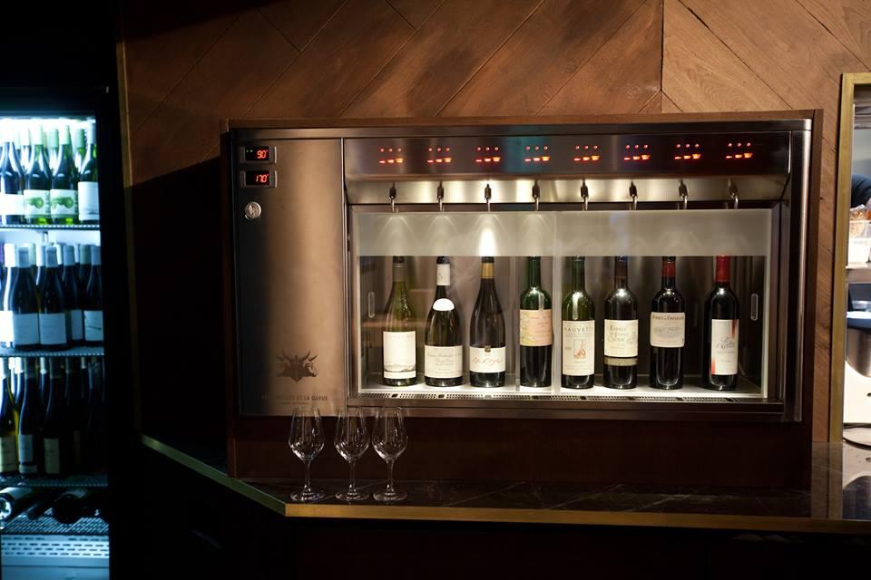 le vin au verre les oreilles et la queue paris 8. Black Bedroom Furniture Sets. Home Design Ideas